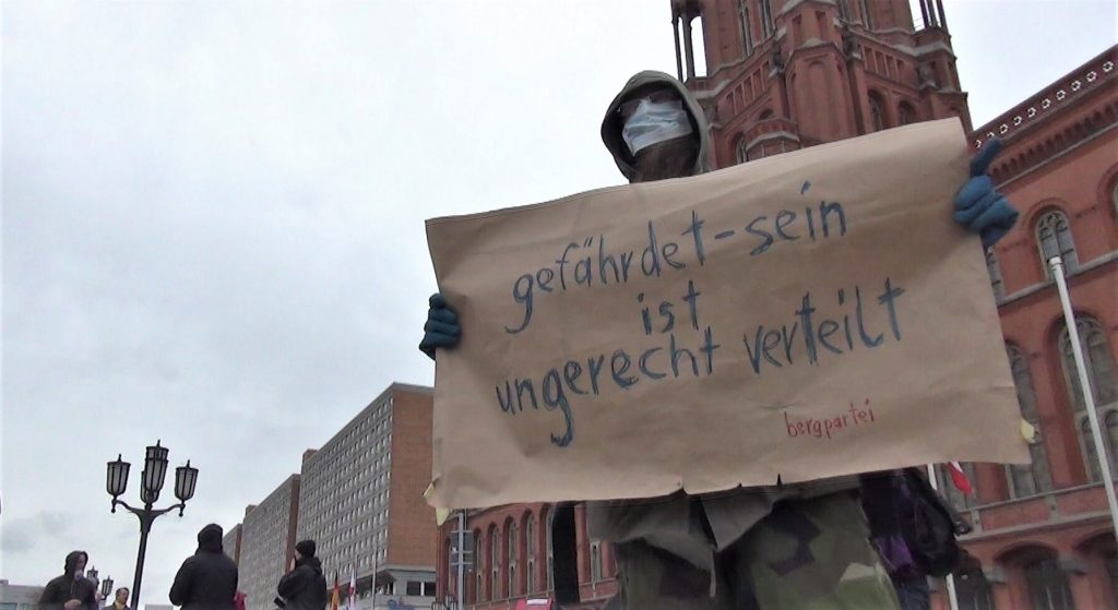 protest vor dem rathaus